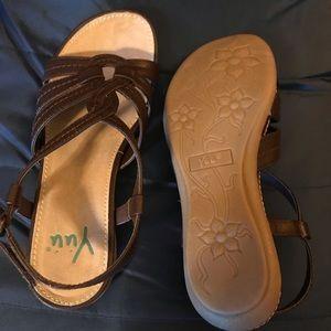 Beautiful new Yuu sandals. Size 7M. Brown